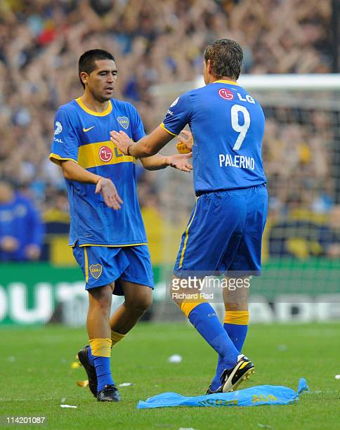 Martin Palermo of Boca Juniors greets to Roman Riquelme during a match between Boca Junior and River Plate as part of the Nestor Kirchner Clausura...