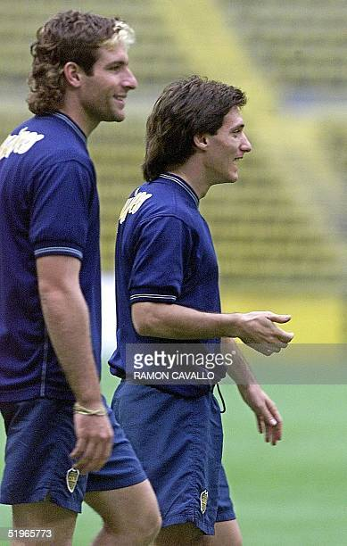 Martin Palermo of Boca Juniors jokes with teammate Guillermo Barros Schelotto during a practice in Mexico City 06 June 2000 Martin Palermo y...