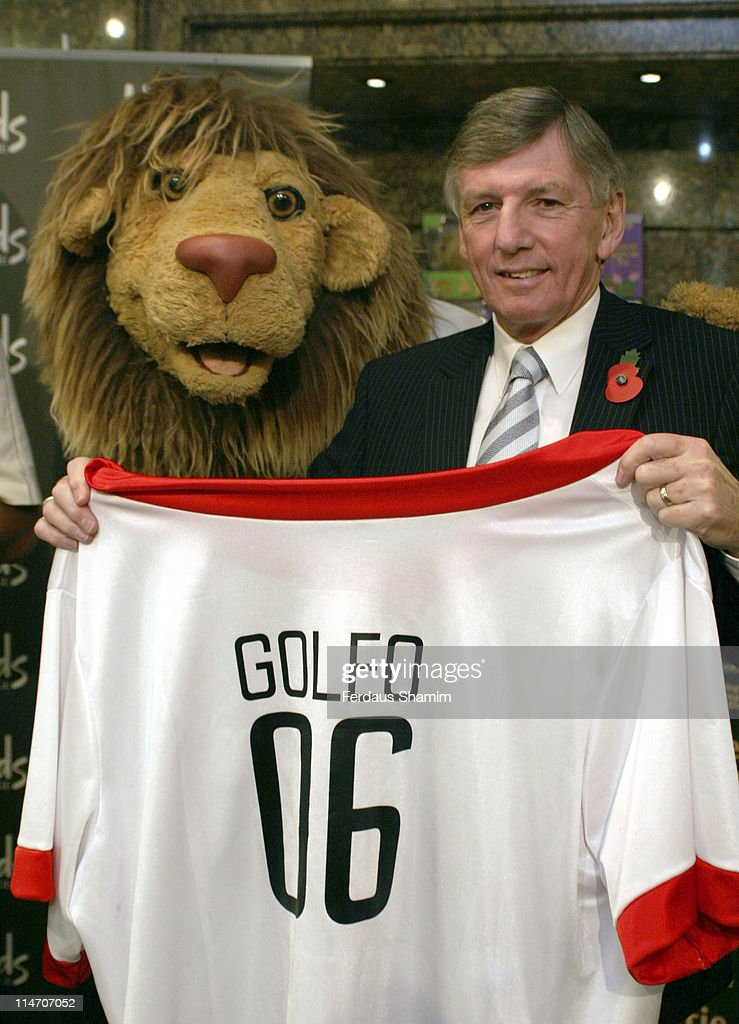 Martin Peter and Zat Knight Launch the Official Mascot of the World Cup 2006