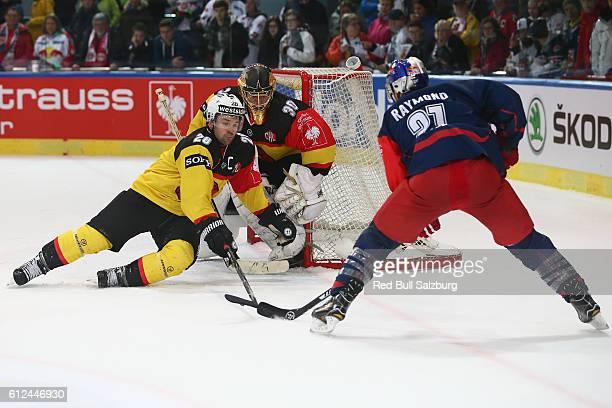 Martin Pluss, Leonardo Genoni of Bern and Bobby Raymond of Salzburg during the Champions Hockey League Round of 32 match between Red Bull Salzburg...