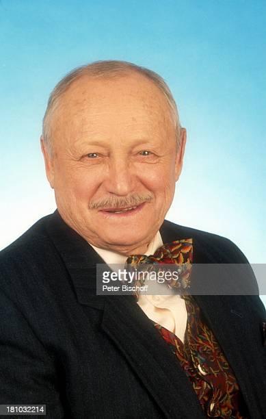 Martin Rickelt, Schauspieler, Porträt, Studio, geb.: 02. Februar 1915, Sternzeichen: Wassermann, Portrait, Smoking, Fliege, , Promis, Prominenter,...