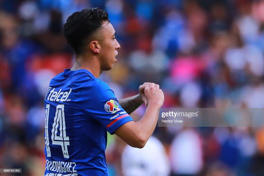 Pumas UNAM v Cruz Azul - Torneo Apertura 2017 Liga MX