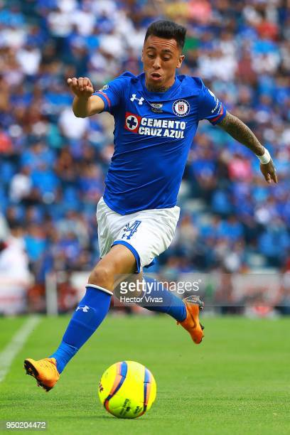 Martin Rodriguez of Cruz Azul drives the ball during the 16th round match between Cruz Azul and Morelia as part of the Torneo Clausura 2018 Liga MX...