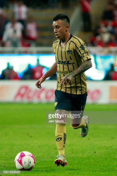 Martin Rodriguez of Pumas controls the ball during the 12th round match between Chivas and Pumas UNAM as part of the Torneo Apertura 2018 Liga MX at...
