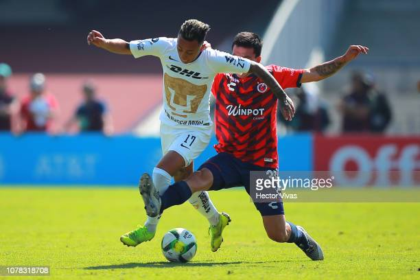 Martin Rodriguez of Pumas struggles for the ball with Cristian Gonzalez of Veracruz during the first round match between Pumas and Veracruz as part...