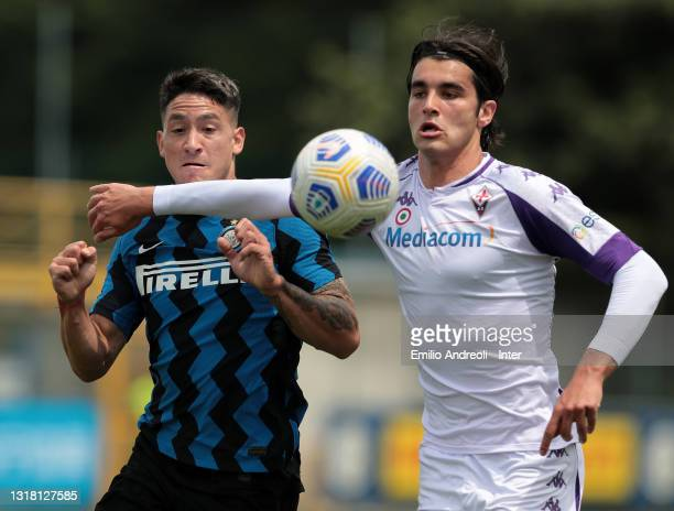 Martin Satriano Costa of FC Internazionale competes for the ball with Eduard Dutu of ACF Fiorentina during the Primavera 1 TIM match between FC...