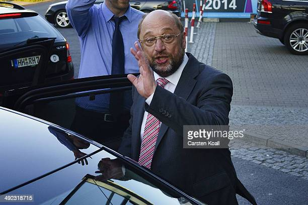Martin Schulz a Social Democrat and President of the European Parliament waves before he enters a Limousine after he had spoken to supporters at an...