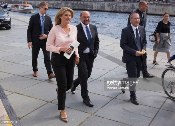 Martin Schulz chancellor candidate of the German Social Democrats arrives with Tina Hassel and Thomas Baumann at the ARD television studio for an...
