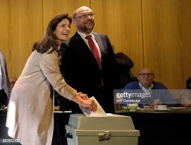 Martin Schulz leader of Germany's social democratic SPD party and candidate for Chancellor and his wife Inge Schulz cast their ballots at a polling...