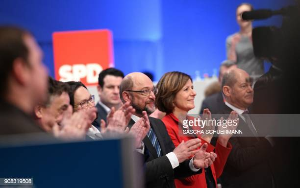 Martin Schulz leader of Germany's social democratic SPD party and leadership members applaud after delegates voted to begin formal coalition talks...