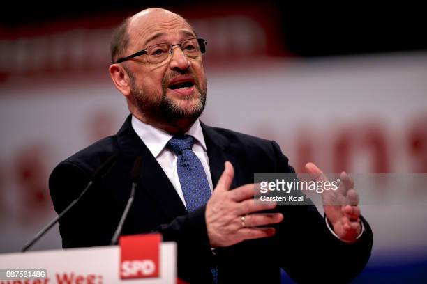 Martin Schulz leader of the German Social Democrats speaks at the SPD federal party congress on December 7 2017 in Berlin Germany SPD delegates are...