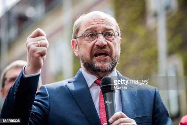 Martin Schulz leader of the German Social Democrats speaks during his SPD campaign prior state elections in North RhineWestphalia on May 12 2017 in...