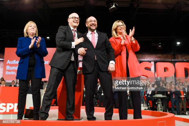 Martin Schulz SPD Top Candidate for 2017 Federal Election next to Hannelore Kraft Prime Minister of German State of NorthrhineWestfalia Torsten Albig...