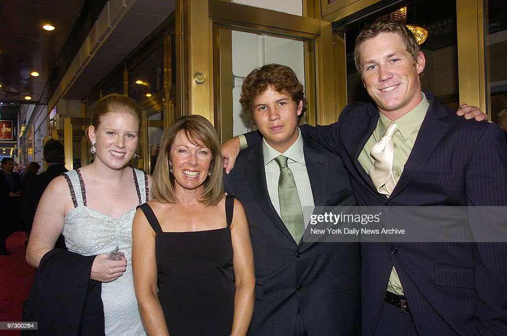 Martin Short's wife, Nancy, and their children (l. to r.), K : News Photo