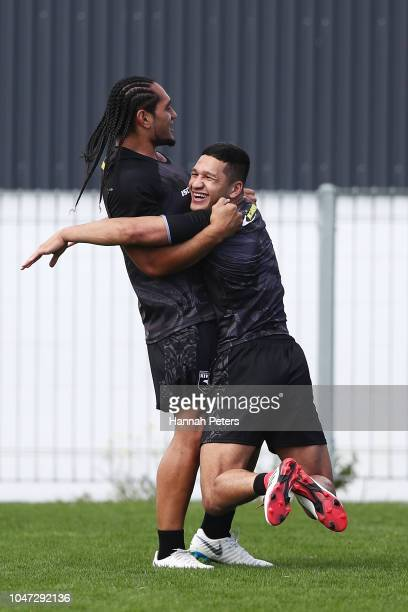 Martin Taupau and Dallin WateneZelezniak runs through drills dunring a New Zealand Kiwis training session at Mt Smart Stadium on October 8 2018 in...
