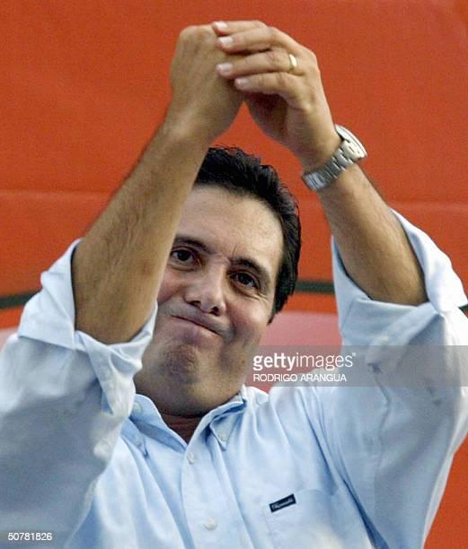 Martin Torrijos candidato presidencial por el Partido Revolucionario Democratico habla ante miles de simpatizantes el 28 de abril de 2004 en la...