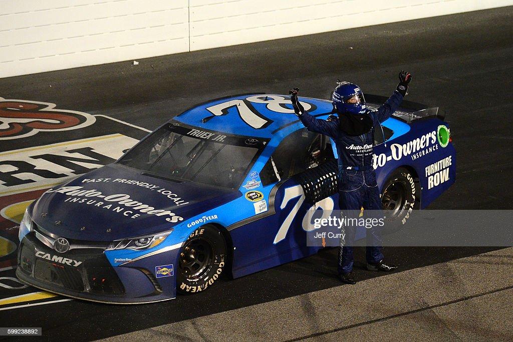 NASCAR Sprint Cup Series Bojangles' Southern 500 : News Photo