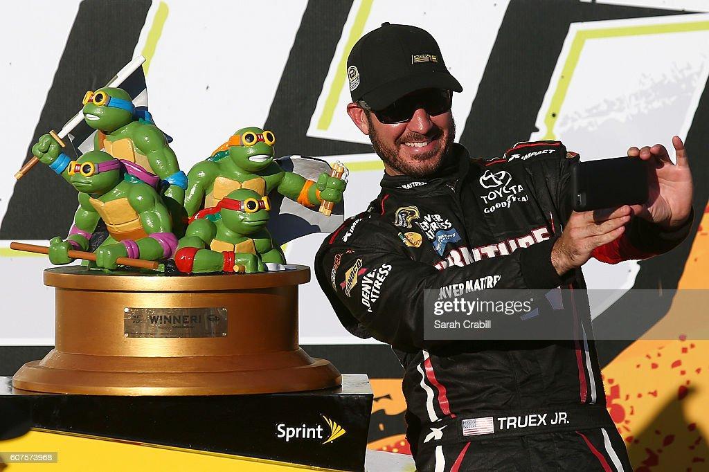 NASCAR Sprint Cup Series Teenage Mutant Ninja Turtles 400 : News Photo