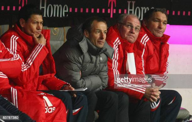 Martin Vasquez assistant coach of Muenchen Juergen Klinsmann head coach of Muenchen Uli Hoeness manager of Muenchen and Walter Junghans assistant...