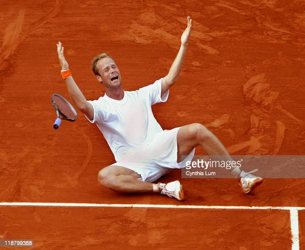 Martin Verkerk upsets Carlos Moya 6-3, 6-4, 5-7, 4-6, 8-6 at the French Open Tennis Championships at the Roland Garros Stadium