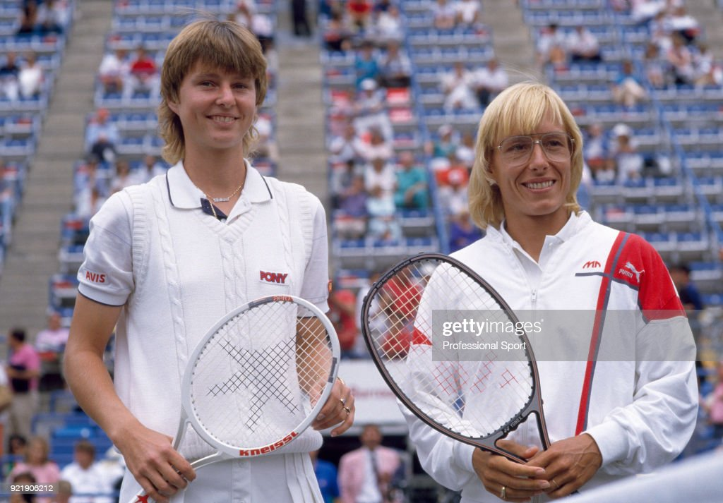 Martina Navratilova of the USA (right) and Helena Sukova of Czechoslovakia pose together on court ahead of the Women's Singles Final of the US Open at the USTA National Tennis Center on September 7, 1986 in Flushing Meadow, New York, USA.