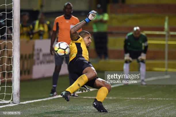 Martinique's Club Franciscain goalkeeper Olivier RosaArsene looks vies fot the ball during the match against Nicaragua's Club Deportivo Walter...