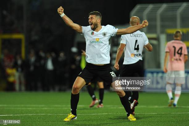 Martino Borghese of AC Spezia celebrates victory at the end of the Serie B match between AC Spezia and US Citta di Palermo at Stadio Alberto Picco on...