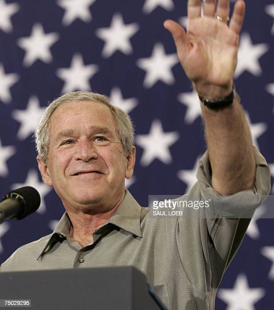 Martinsburg, UNITED STATES: US President George W. Bush waves prior to speaking to members of the 167th Airlift Wing of the West Virginia Air...
