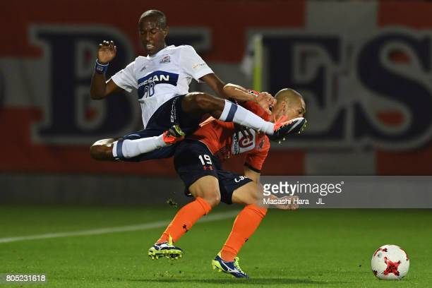 Martinus of Yokohama FMarinos and Ryo Okui of Omiya Ardija compete for the ball during the JLeague J1 match between Omiya Ardija and Yokohama...