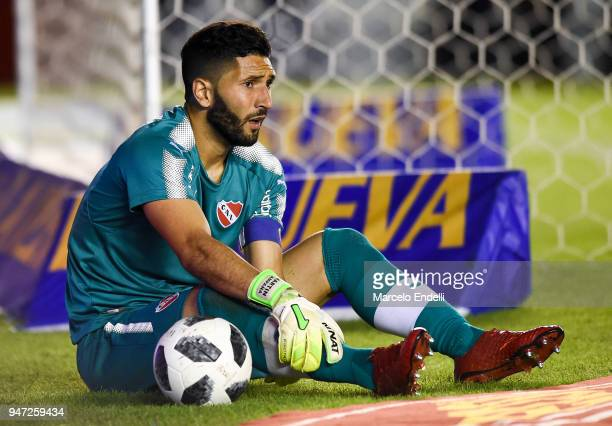 Martín Campana goalkeeper of Independiente looks on during a match between Independiente and Boca Juniors as part of Superliga 2017/18 on April 15...