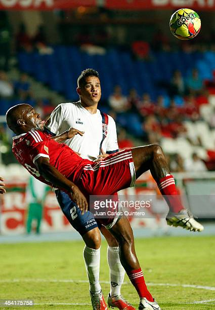 Martín Garcia of America de Cali struggles for the ball with Oliver Fula of Union Magdalena during a match between America de Cali and Union...