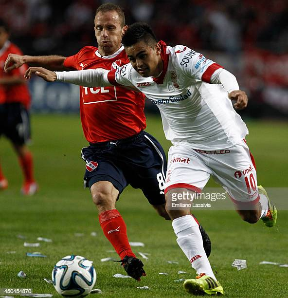 Martn Zapata of Independiente fights for the ball with Gonzalo Martinez of Huracan during a tiebreaker match between Independiente and Huracan at...
