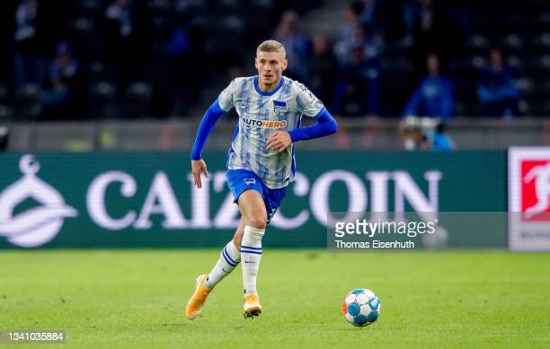 Marton Dardai of Hertha in action during the Bundesliga match between Hertha BSC and SpVgg Greuther Fürth at Olympiastadion on September 17, 2021 in...