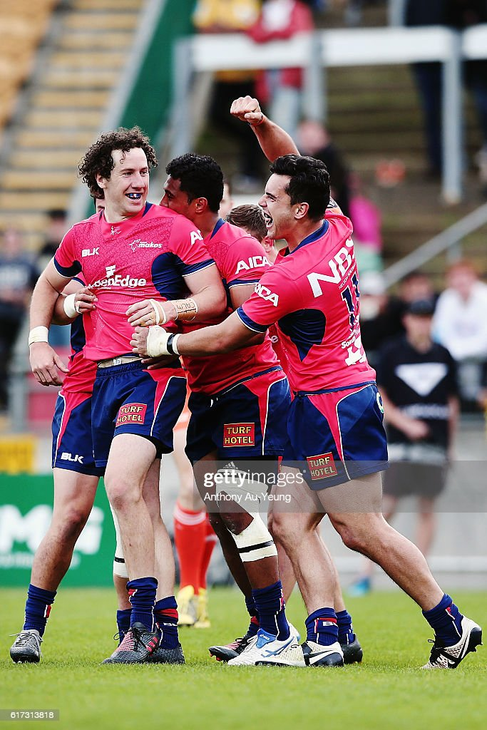 Marty Banks of Tasman celebrates with teammates after scoring the winning try during the Mitre 10 Cup Semi Final match between Taranaki and Tasman on October 23, 2016 in New Plymouth, New Zealand.
