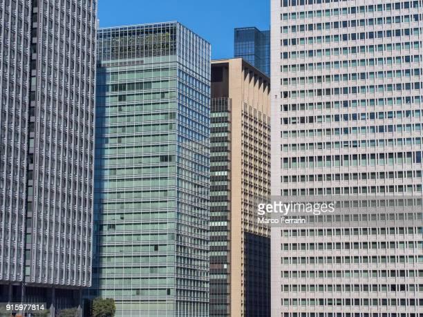 marunouchi commercial district, tokyo - 昼間 ストックフォトと画像