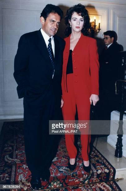 Maruschka Detmers et JeanFrançois Lepetit lors du défilé Versace à paris le 21 janvier 1996 France