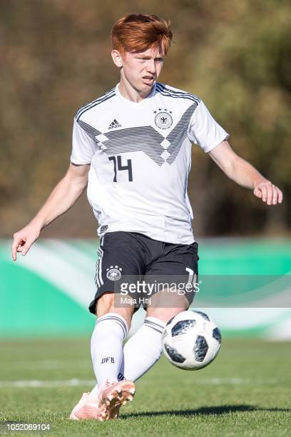 Marvin Alexa of Germany runs with the ball during the Germany U17 against Denmark U17 International Friendly match on October 13 2018 in Wulfrath...