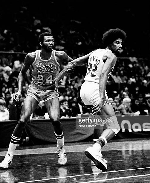 Marvin Barnes of the St Louis Spirits grabs hold of Julius Erving of the New York Nets during an ABA game circa 1975 at the Nassau Veterans Memorial...