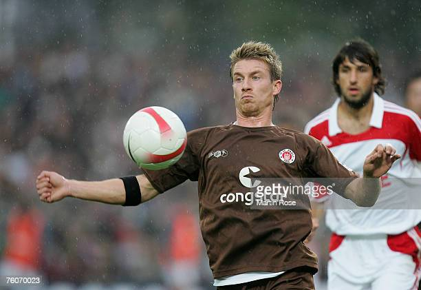 Marvin Braun of St.Pauli stops the ball during the Second Bundesliga match between FC St.Pauli and 1. FC Cologne on August 10, 2007 in Hamburg,...