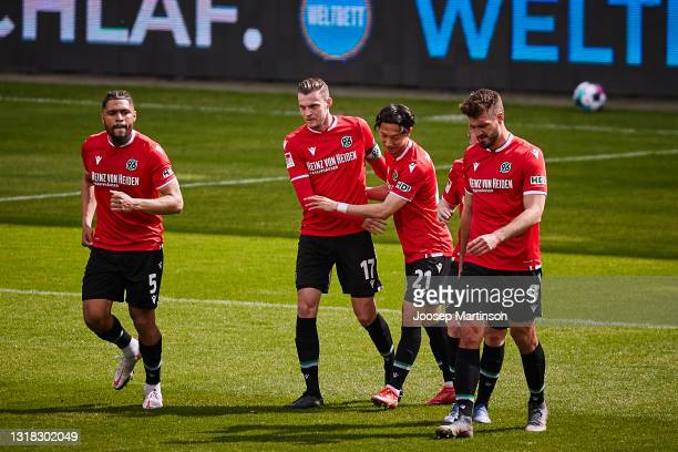 Marvin Ducksch of Hannover 96 celebrates his team's 1st goal with team mates during the Second Bundesliga match between FC St. Pauli and Hannover 96...