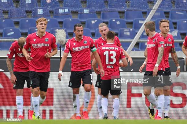Marvin Ducksch of Hannover 96 celebrates with his team mates after scoring his team's first goal during the Second Bundesliga match between Hannover...