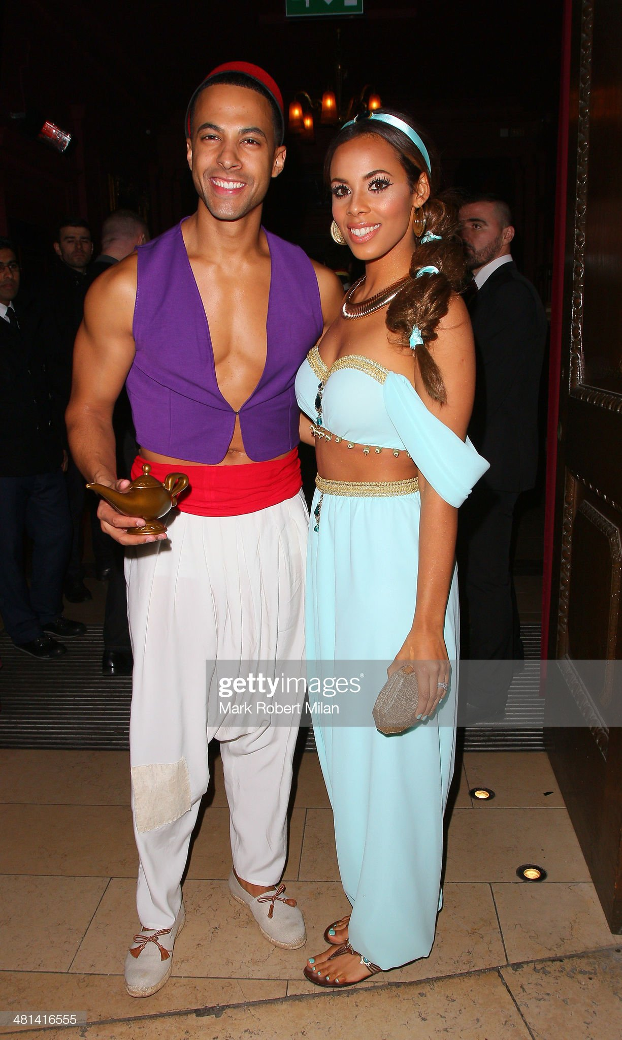 ¿Cuánto mide Rochelle Wiseman (Humes)? - Altura - Real height Marvin-humes-and-rochelle-humes-attend-rochelle-humes-disney-themed-picture-id481416555?s=2048x2048
