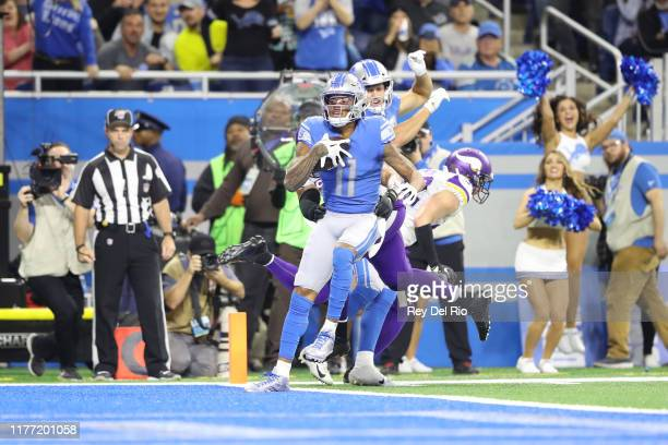 Marvin Jones of the Detroit Lions catches a first quarter touchdown against the Minnesota Vikings at Ford Field on October 20, 2019 in Detroit,...