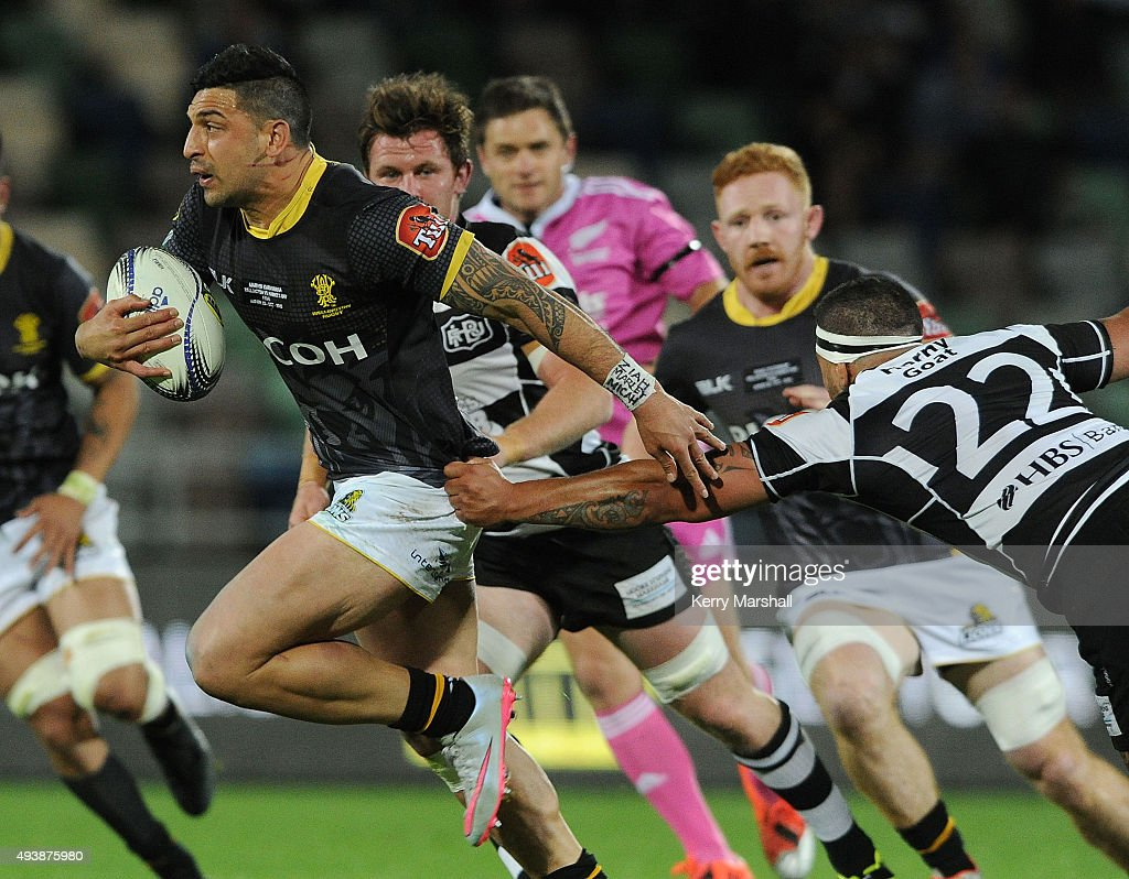 Marvin Karawana of Wellington makes a break during the ITM Cup Championship Final between Hawke's Bay and Wellington at McLean Park on October 23, 2015 in Napier, New Zealand.