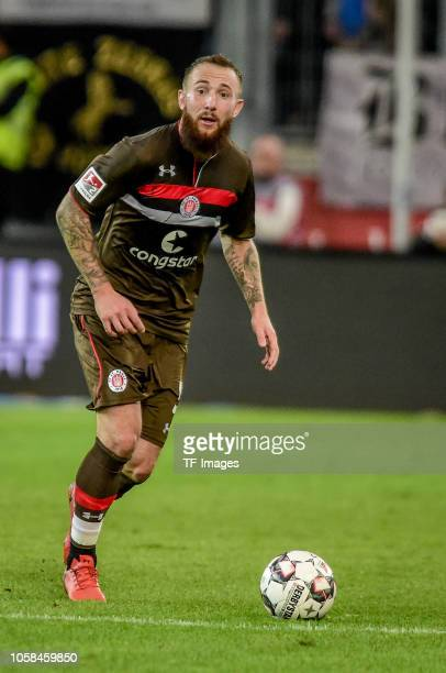 Marvin Knoll of St Pauli controls the ball during the Second Bundesliga match between MSV Duisburg and FC St Pauli at SchauinslandReisenArena on...