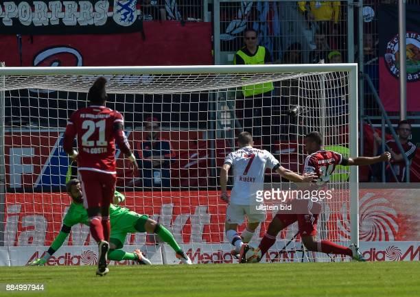 Marvin Matip foult Franck Ribery im Strafraum waehrend dem Fussball Bundesliga Spiel FC Ingolstadt 04 gegen FC Bayern Muenchen am 33 Spieltag der...