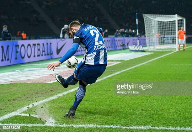 Marvin Plattenhardt of Berlin is doing a corner kick during the Bundesliga match between Hertha BSC and SV Darmstadt 98 at Olympiastadion on December...