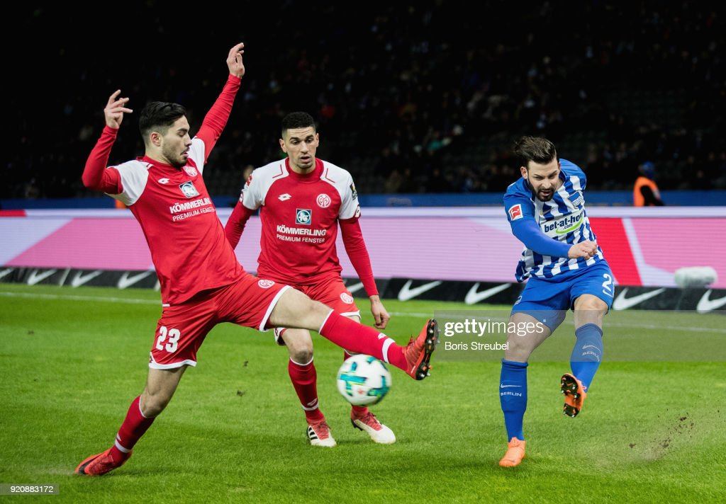 Marvin Plattenhardt of Hertha BSC is challenged by Leon Balogun of 1. FSV Mainz 05 and Suat Serder of 1. FSV Mainz 05 during the Bundesliga match between Hertha BSC and 1. FSV Mainz 05 at Olympiastadion on February 16, 2018 in Berlin, Germany.
