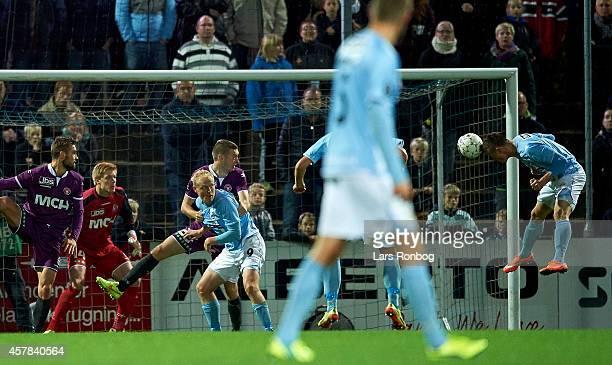 Marvin Pourie of Sonderjyske makes his first goal during the Danish Superliga match between Sonderjyske and FC Midtjylland at Sydbank Arena on...
