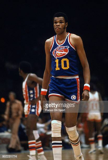 Marvin Webster of the Denver Nuggets looks on against the New York Nets during an ABA basketball game circa 1975 at the Nassau Veterans Memorial...